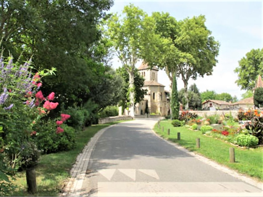 Cayriech village fleuri